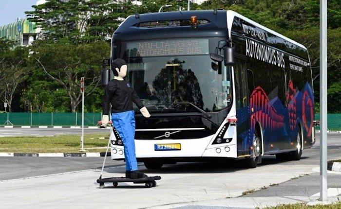 news-autonomous-bus-back