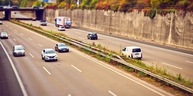 News Tesla Lane Change Feature2