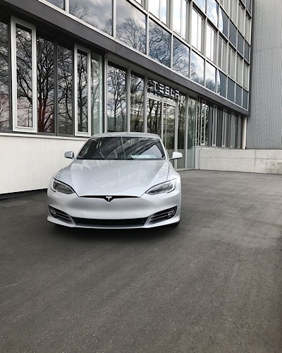 News Tesla Lawsuit Crash Building