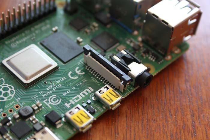 Fitting Raspi Camera Pi4 Connector