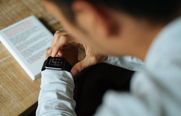 News Apple Watch Flaws Using